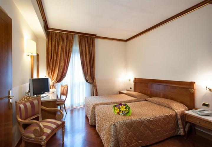 Habitación twin clásica hotel marconi milán