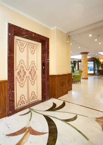 Ascensor hotel marconi milán