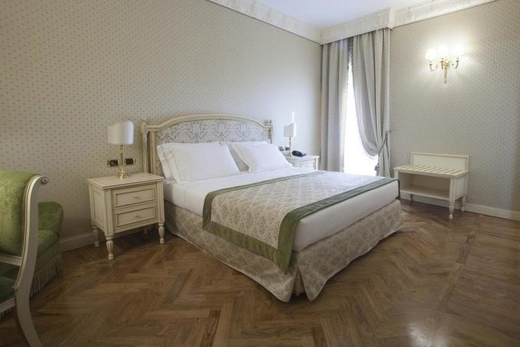 Habitación king hotel marconi milán