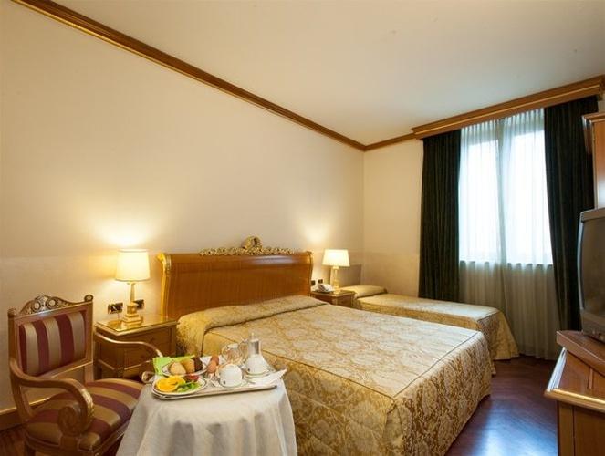 Habitación triple hotel marconi milán